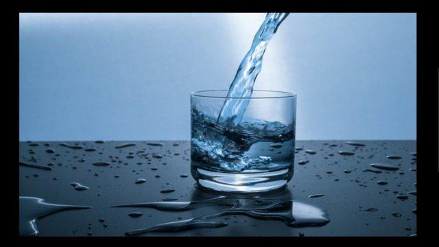 水を飲むことで脂肪燃焼が加速する