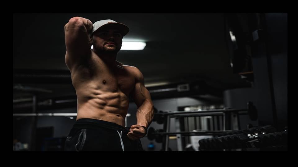ホエイプロテイン・クレアチンの摂取で筋肉量が増加する